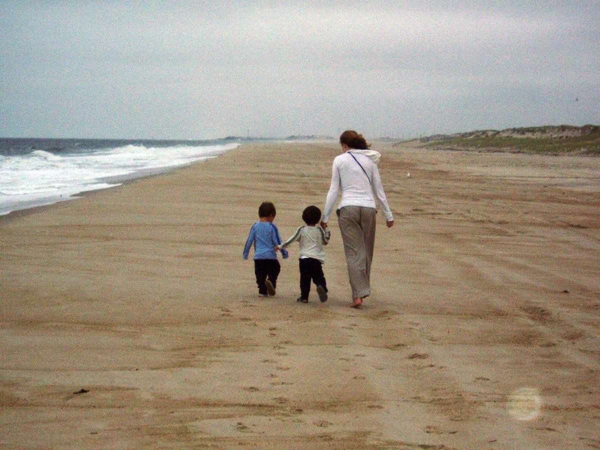 cancerinmythirties.wordpress.com breast cancer thirties 30s 30's beach kids forward